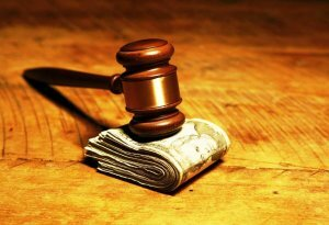 Должна ли мать, лишенная прав, платить алименты